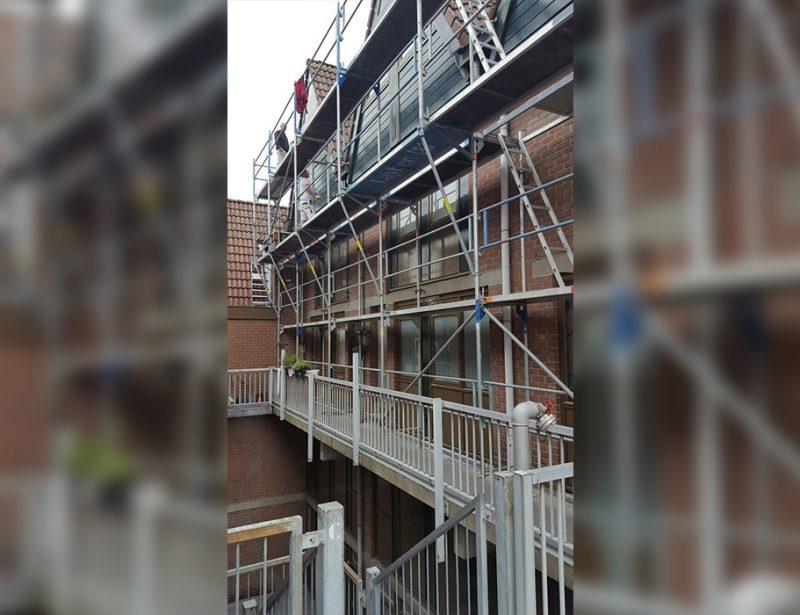 Veilige steigers huren voor balkonnen