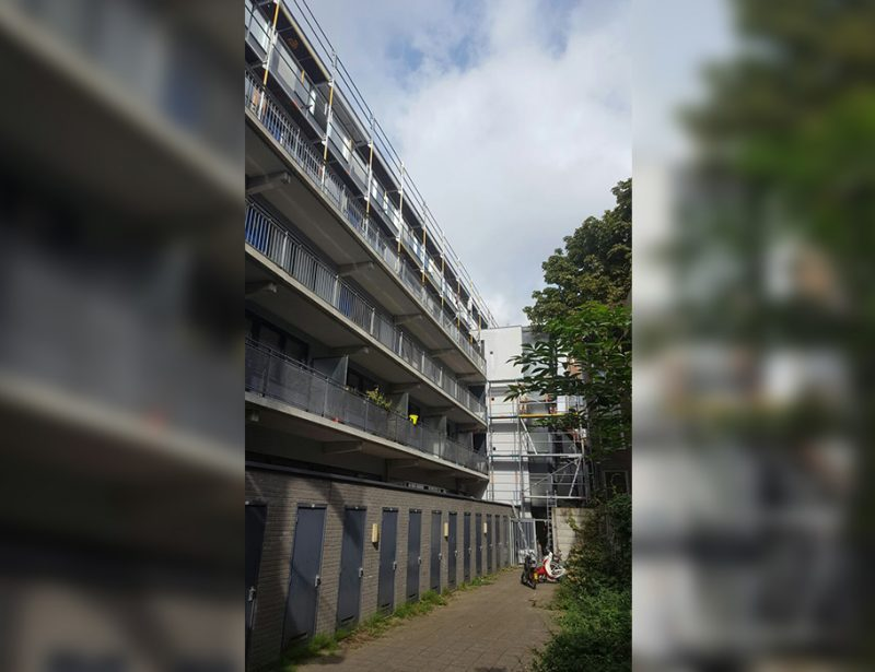 Steiger op balkon bouwen