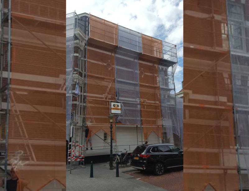 verhuurde steiger geplaatst in de Bankastraat in Den haag